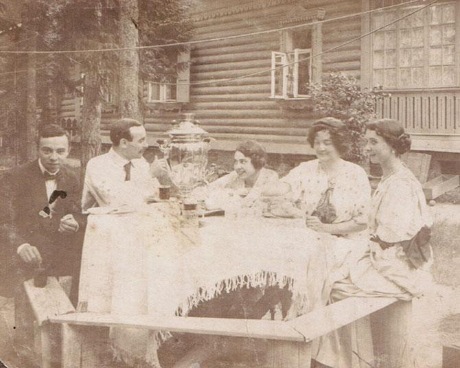 1900-е годы. Чаепитие на даче