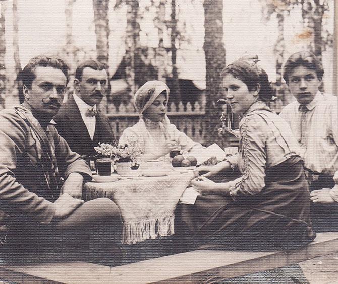 Чаепитие в Костромской губернии. 1913
